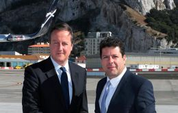 Chief Minister Picardo receives Prime Minister David Cameron in the tarmac of the airport
