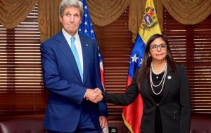 US Secretary of State John Kerry agreed in talks with Venezuelan Foreign Minister Delcy Rodriguez last week to re-start dialogue.