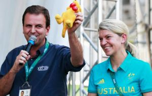 "The Australian delegation gave Paes a tiny ""boxing kangaroo"" doll as the sign of a truce. It also said it's now happy with its rooms at Rio's Olympic Athletes Village."