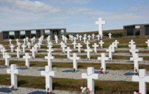 Identification of Argentine combatants remains buried at the Darwin cemetery, sponsored by the Red Cross, has made significant advances in recent months