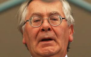 "Lord King said that for the UK slowing down economy ""the fall in sterling is a welcome change"""