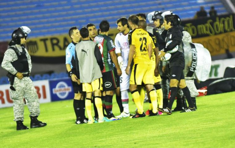 The incidents took place a few minutes before half time in a match between the famous Peñarol team and Rampla Jrs.