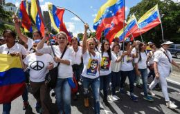 "In an emergency opposition lawmakers called on Venezuelans to ""actively defend"" the constitution claiming Maduro's has broken constitutional order"