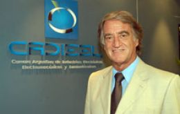 The head of the Argentine chamber of Electronic, Electro-mechanic and Lumino-technical industries , Jose Luis Cavanna warned that there are 12.000 jobs at risk