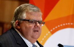 "Central Bank governor Agustín Carstens prepares for an ""adverse"" result in the US election."