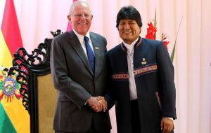 Presidents Pedro Pablo Kuczynsk and Evo Morales in Sucre