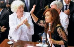 """Macri, my Mom is 87 and for over fifty years has been living with my sister in the same house, which is her only asset"", wrote Cristina Fernandez."