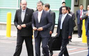 Rafael Correa calls for all his ministers to resign to make arragements for the February elections.