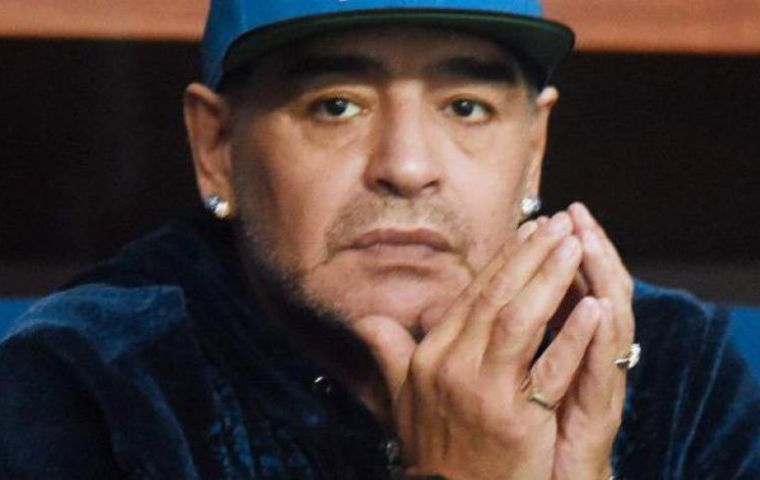Looking at it from Communist Cuba, Diego Maradona sees a dark future for Argentine President Mauricio Macri.