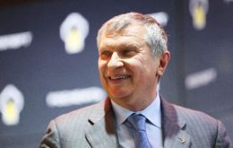 Rosneft CEO Igor Sechin reached an agreement with private investors and a Qatari fund to sell 19.5% of shares