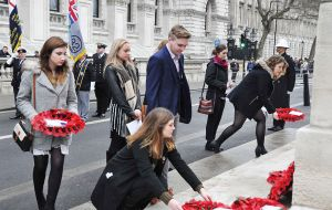 Young Falkland Islanders studying in Britain lay their wreaths.
