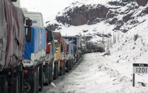 The main passage, the Mendoza-Valparaíso route through the Cristo Redentor Pass, is affected frequently by bad weather and forced to close 30 to 40 days a year