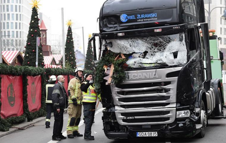Lorry kills 12 in Berlin market, resembling Nice attack on the 14th of July