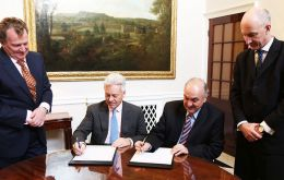(L-R) Argentine Amb Sersale di Cerisano stands next to Sir Alan Duncan, and Deputy minister Pedro Villagra Delgado with UK ambassador in BA, Mark Kent