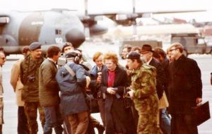 Margaret Thatcher visited the #Falklands for the first time 34 years ago, today @SukeyCameron laid flowers to mark the occasion.