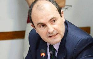 """The role of congress can't be left aside in issues referred to the exploitation of fisheries and hydrocarbons"", said lawmaker Alejandro Echegaray"