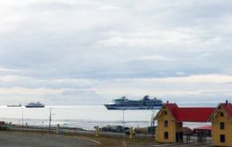 The Norwegian Sun, Celebrity Infinity and Prinsedam provided the visitors that literally flooded Punta Arenas, before leaving for Ushuaia