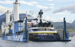 National Geographic Orion loaded on to the Rolldock Storm in Ushuaia after a seven hour operation