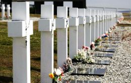 UK and Argentina signed the accord for the identification of the 123 Argentine combatant remains buried in Darwin cemetery in Falklands