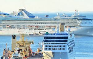 Over the weekend 4.000 visitors from the Silver Spirit, Queen Victoria and Stella Australis, landed in Punta Arenas