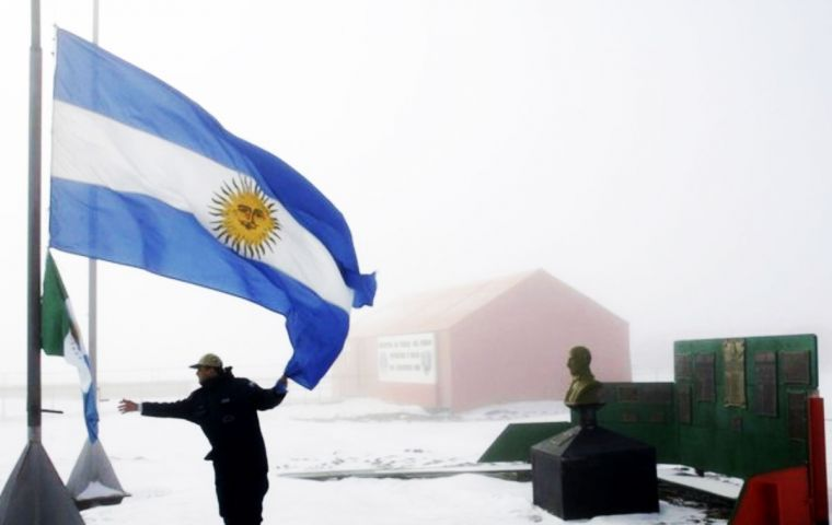 """Antarctica policy is one of the few State policies that continues despite time and different governments, and gives it sustainability"", said minister Julio Martínez"