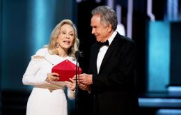 "Warren Beatty was handed the previous winner's envelope, containing a card saying ""Emma Stone, La La Land"", resulting in the error."