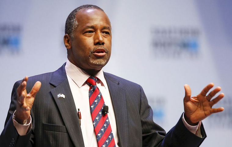 "Dr. Ben Carson likened slaves forced to come to America to immigrants seeking a better life. ""That's what America is about, a land of dreams and opportunity"""