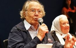 "Before leaving for Rio Gallegos Peace Nobel Perez Esquivel said he favored opening a dialogue with the ""inhabitants of Malvinas"""