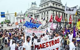 Demonstrators blocked some of the main avenues in Buenos Aires and gathered in front of the presidential palace.