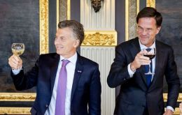 President Macri and Dutch PM Rutte toast at the official reception for the Argentine delegation on a state visit to Holland