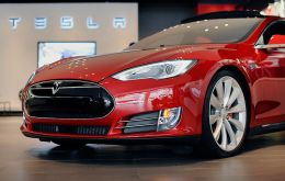 Tesla's shares rose after it was announced record vehicle deliveries in the first quarter: 25,000 cars in the first quarter, up 70% on the same quarter last year.