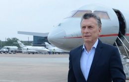 Macri's visit took off in Houston where he visited factories linked to the oil industry (Teneris and Dow) and met with the CEOs from XTO-Exxon and Halliburton.