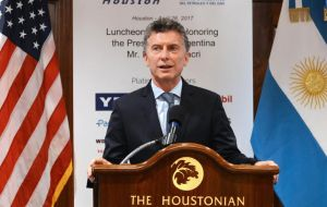 At The Houstonian Hotel Club Macri addressed the most select leaders of the oil and gas industry
