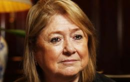 Malcorra told Maria Fernanda Araujo, that such talks should take place once the DNA remains identification process at the Darwin cemetery, has been completed.