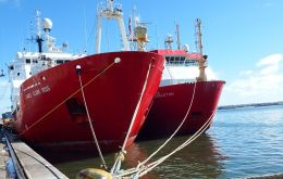 Icebreaker RRS James Clark Ross and RRS Shackleton coincided in Montevideo port  at the end of the Antarctic season