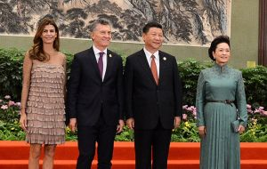 Argentina's presidential couple next to Xi Jinping and wife at the Great Palace of the People