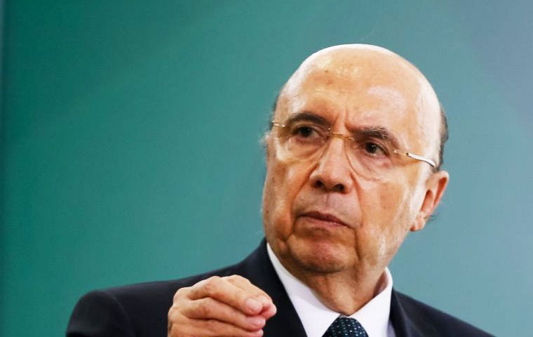The decree aims to increase fines on banks to up to 2 billion reais (US$610 million) from 250,000 reais currently, said Meirelles ministry's press office. (Pic Folhapress)