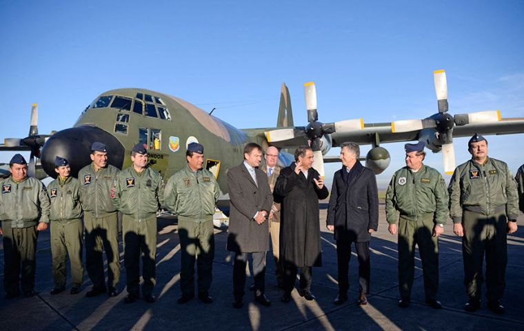 Pte. Macri (C) , escorted by the Defense Minister Julio Martínez and Air Force Chief-of-Staff Brigadier General Enrique Amrein among other high ranking military personnel.