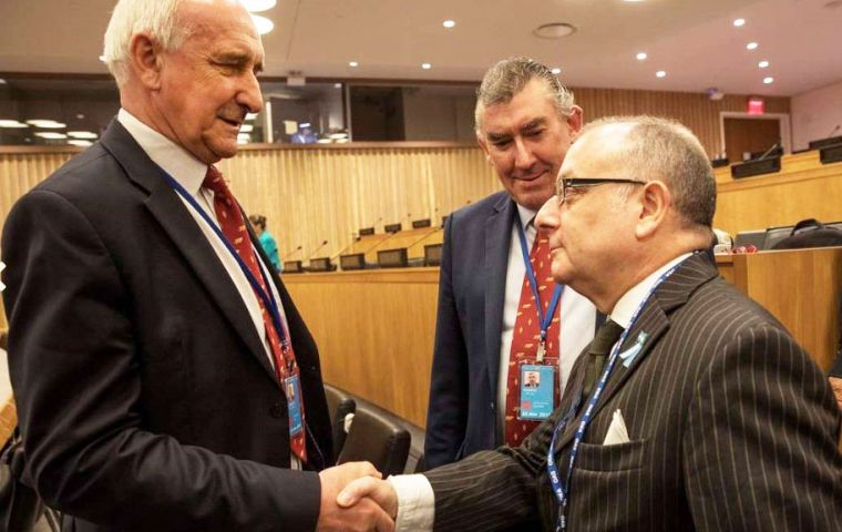 Falklands MLA Mike Summers OBE and Ian Hansen MLA shake hands with Argentine Foreign Minister Jorge Faurie (Pic Adriana Groisman Clarin)