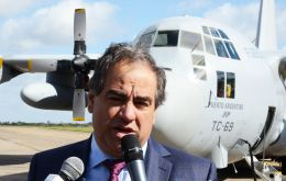 "Martinez revealed that on taking office he was informed that during the Falklands' conflict Argentina lost 72 aircraft, but ""under Kirchnerism over a hundred planes"""