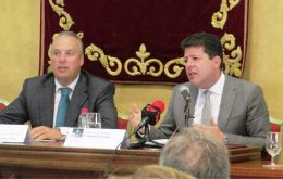 Speaking in San Roque at a forum from the University of Cadiz, Picardo highlighted how Gibraltar had attracted new business since the Brexit vote