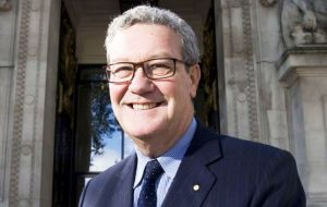 Alexander Downer cited Australia's decisions when Britain first joined the EU and the end of preferential trade arrangements with Commonwealth countries.