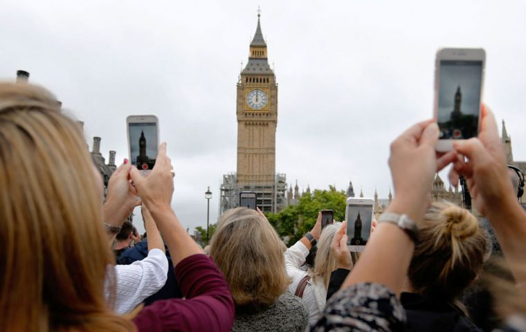 There were cheers and applause from a crowd of tourists and onlookers on the green opposite as the final chime rang out. (Pic AP)