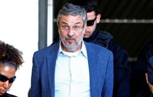 Last week, Lula da Silva's former finance minister, Antonio Palocci, who has been in jail for a year, corroborated the accusation in this case.