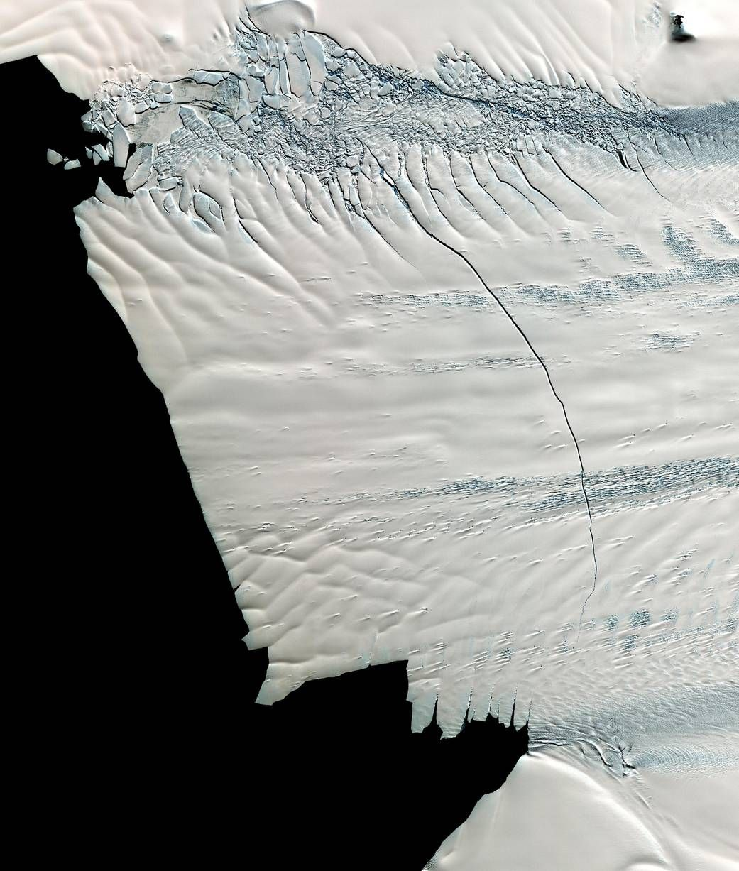 Antarctic Glacier Loses Iceberg 4 Times the Size of Manhattan
