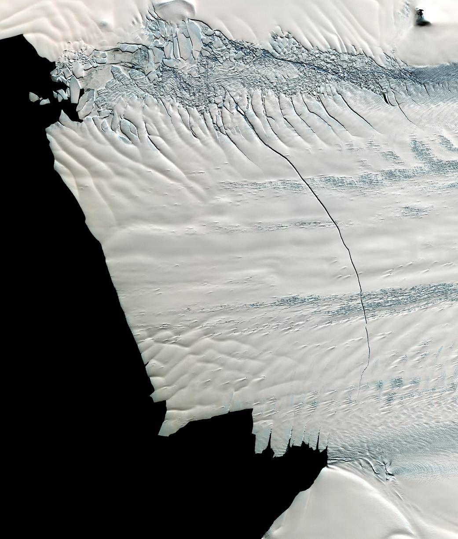 Antarctic Glacier Loses Iceberg 4 Times the Size of Manhattan