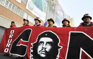 A spokesman for army veterans who fought Che's forces said they would not take part in the official ceremonies. They will pay homage to the Bolivians who had died.