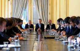 "In the first meeting with ministers, Macri called to work hard to ensure that the confidence expressed in votes ""reflects the commitment to do what is needed to be done""."