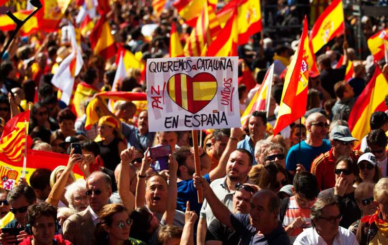 "Leaders of rival pro-union parties, the pro-business liberals and the socialists joined together under the slogan ""We are all Catalonia. Common sense for co-existence!"""