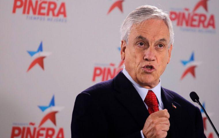 The triumphant spirit of Piñera is evident, and his campaign team does not miss a chance to criticize the Michelle Bachelet administration
